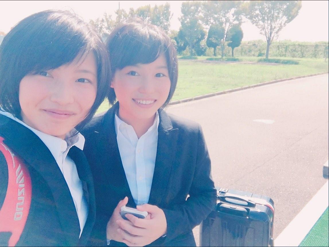 土屋南選手と、福岡泉水選手。2人とも今人気の美人レーサーだ。