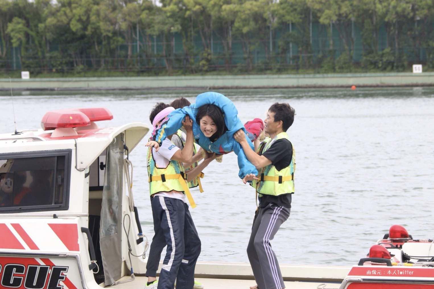 水神祭で見ずに投げ込まれる安井瑞紀選手という競艇選手