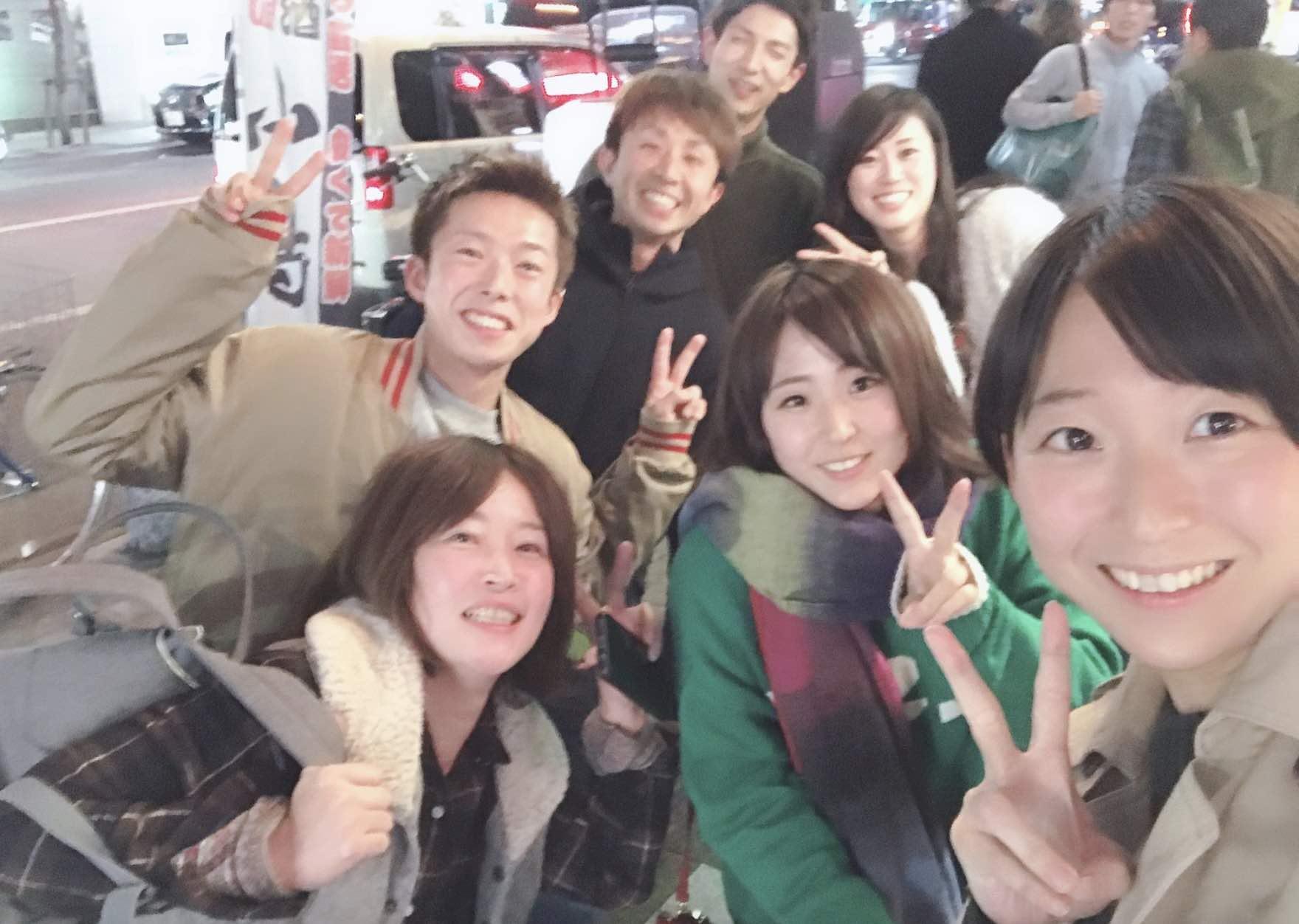 西岡成美競艇選手(ボートレーサー)の無事デビューを祝うレーサー仲間