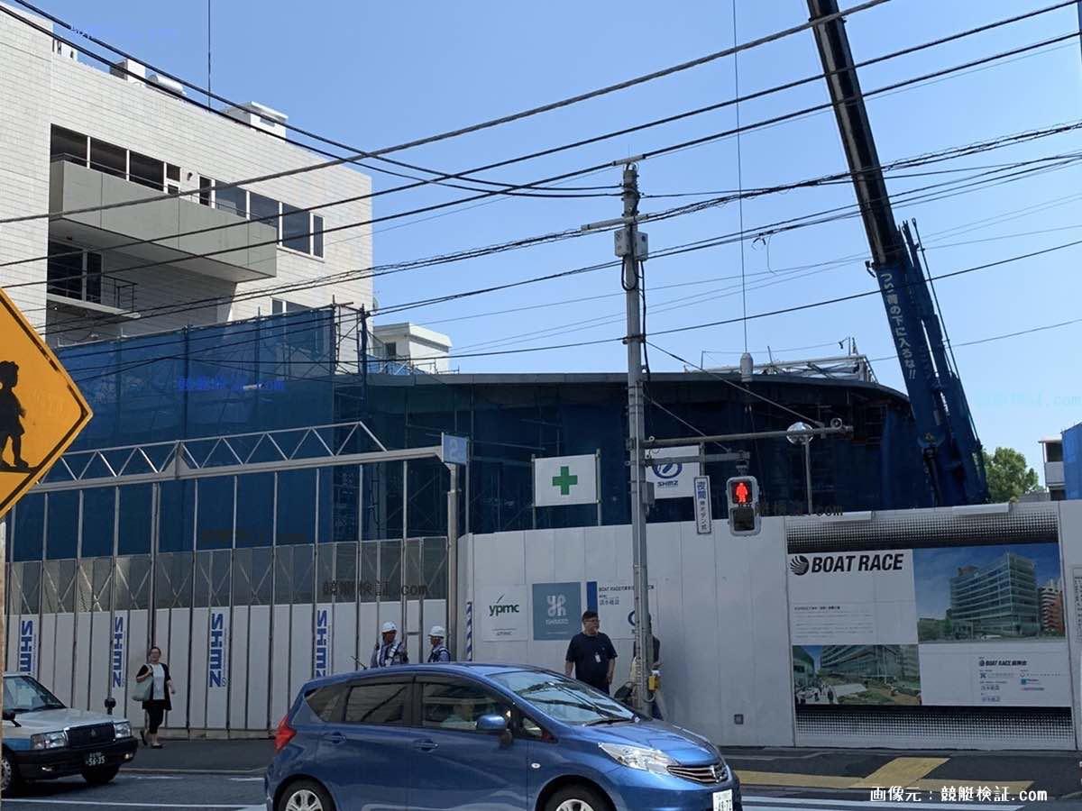 六本木競艇ビル(ボートレース協会ビル)の2019年6月に地下鉄出口?のようなものが増築されてる